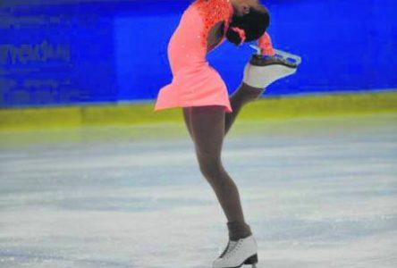 Audréanne Foster patine vers le Championnat de section