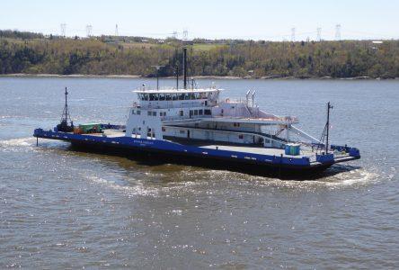 Service de traversier à un navire à Tadoussac-Baie-Ste-Catherine
