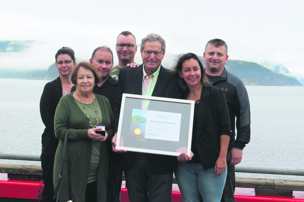 Guy Deschênes reçoit la Médaille de la députée