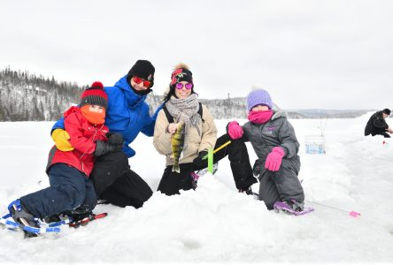 Des familles initiées à la pêche blanche