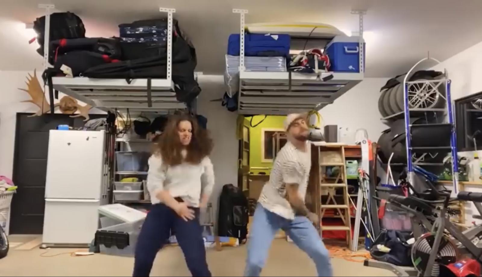 King de la danse en ligne : deux Forestvillois dans le clip de Bleu Jeans Bleu