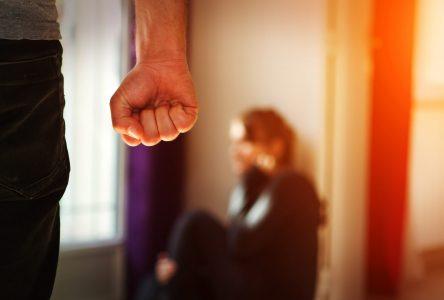 COVID-19 : Une ligne d'assistance juridique pour les victimes de violence conjugale est lancée