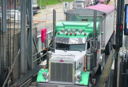 Heures limitées du traversier : les camionneurs font le tour par le Saguenay