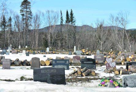 La Fabrique Bon-Désir sacrifie les arbres de son cimetière