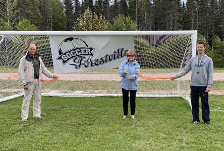 Une nouvelle surface de jeu pour le terrain de soccer de Forestville