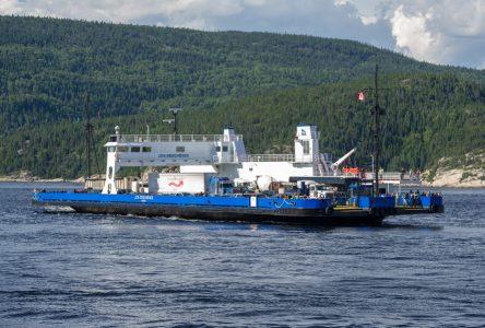 Traverse Tadoussac-Baie-Sainte-Catherine  : le Jos-Deschênes II en arrêt technique