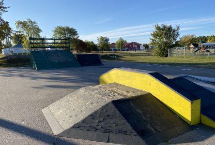 Attroupement au parc de planche à roulettes de Forestville