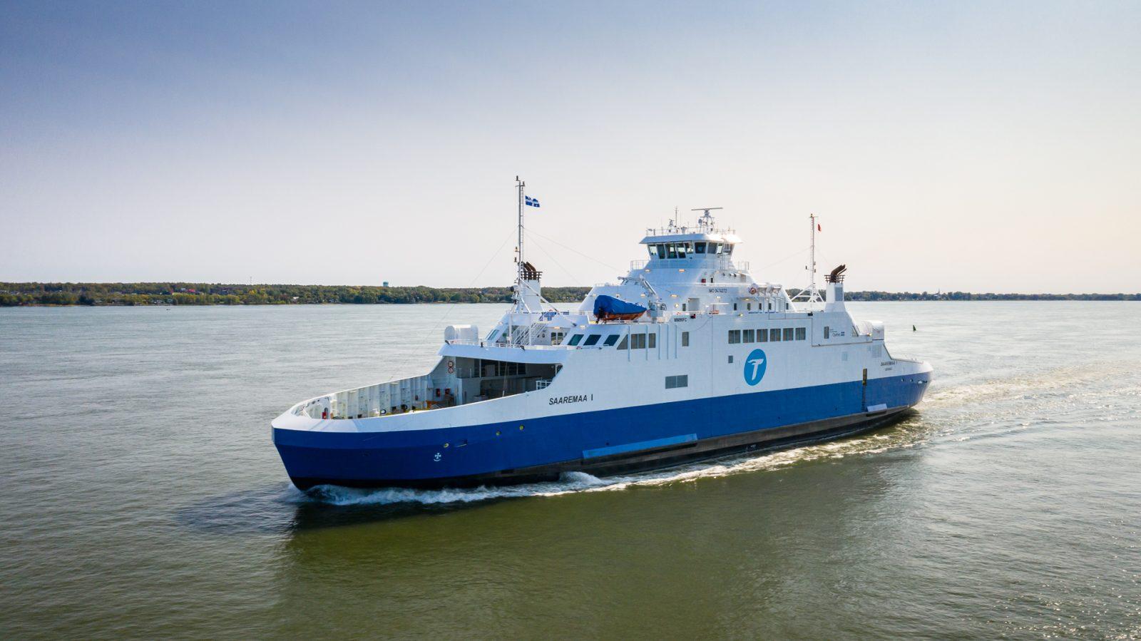 Le <i>Saaremaa I</i> quitte Godbout une semaine après avoir heurté le quai