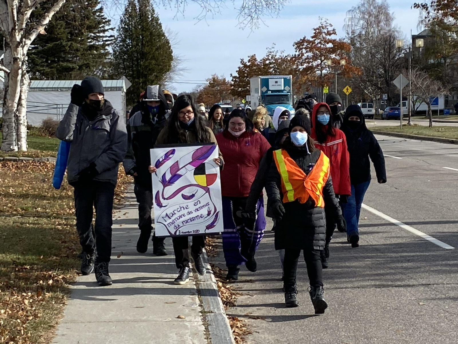 Des élèves du CÉA de l'Estuaire marchent en l'honneur de Joyce Echaquan